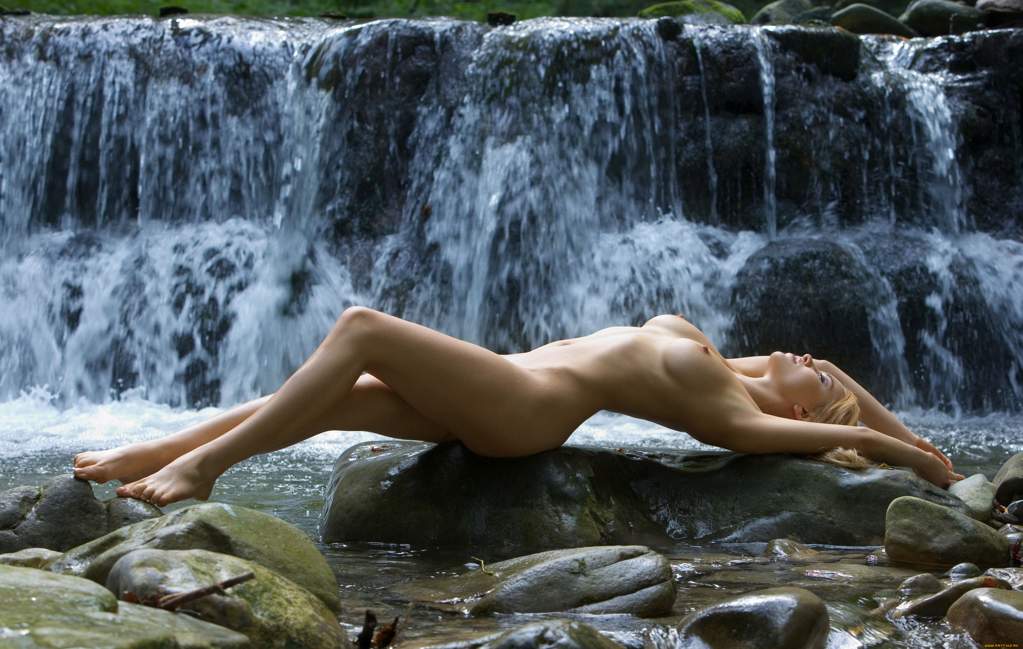erotic-naked-pictures-of-women-sex-with-twins